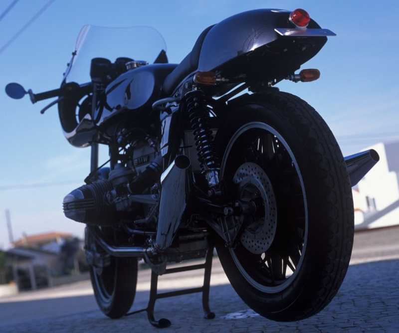 C'est ici qu'on met les bien molles....BMW Café Racer - Page 2 77710