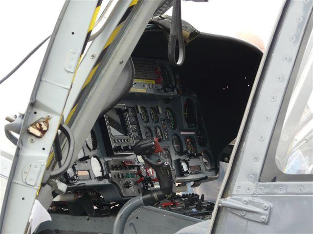[ Aéronavale divers ] Hélicoptère DAUPHIN - Page 2 P1030411