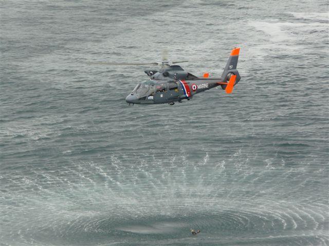 [ Aéronavale divers ] Hélicoptère DAUPHIN - Page 3 P1030420