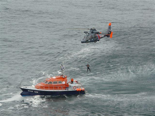 [ Aéronavale divers ] Hélicoptère DAUPHIN - Page 3 P1030422