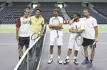 Davis Cup... - Page 3 Thumb_10
