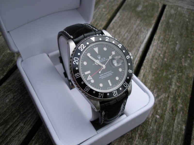 Aidez mon frère à trouver sa nouvelle montre. Dscn1724