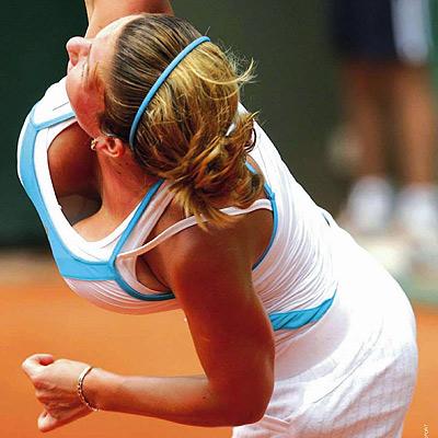 mauvaise nouvelle pour les amateurs de tennis ! (et de gros seins) Simona10