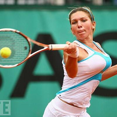 mauvaise nouvelle pour les amateurs de tennis ! (et de gros seins) Simona11