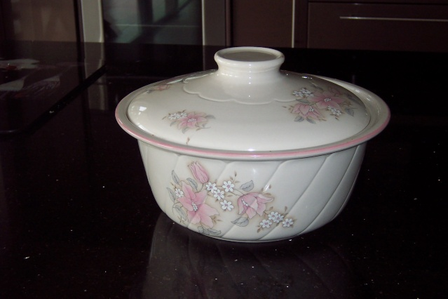 Jasmine Ovenware by Crown Lynn Parker10