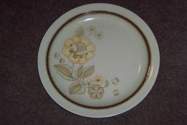 Kelston Ceramics New Zealand No Name and Victoria d070 and Westminster d619 ~ Plates10
