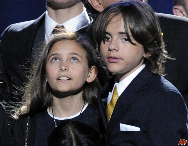 i figli di Michael - Pagina 7 Paris-10