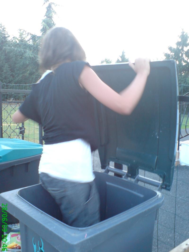 johanna et ça poubelle Dsc02920