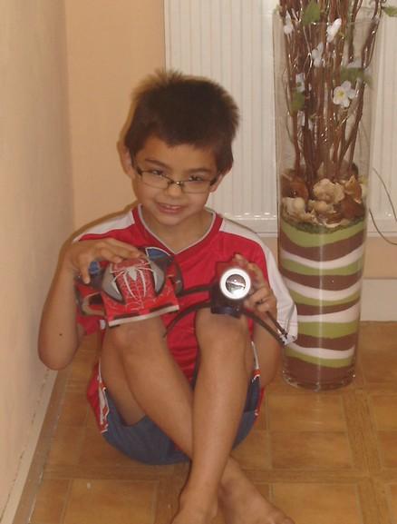 adrien et sa voiture spiderman Ad10