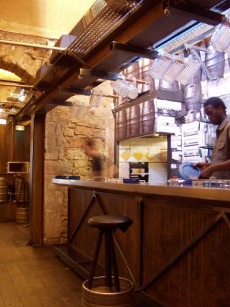 Décoration d'un vieux bar des années 60 pour en faire une salle de réception (nouvelles photos en première page) Decora11