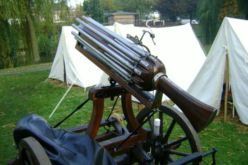 Reconstitution d'un canon multitubes. Dsc00013