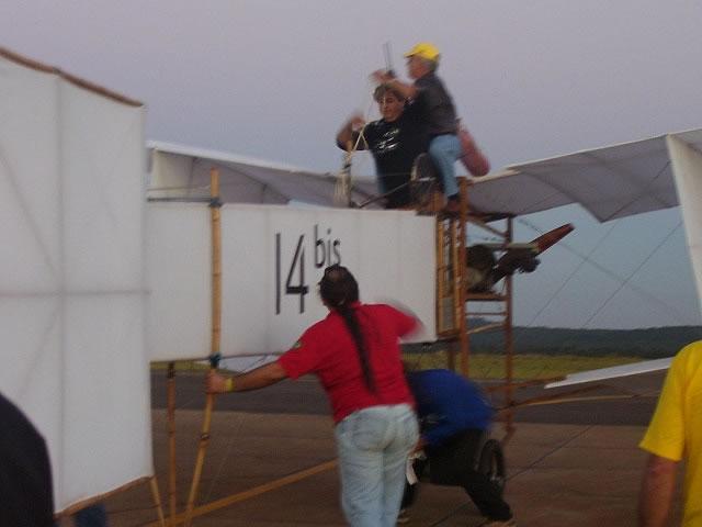 Não tenho 100 anos mais vi o 14BIS voar!!! 14bisp12