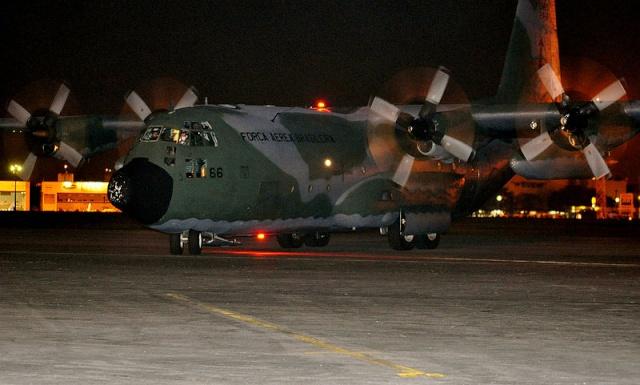 Voando através do tempo - C130 Hercules 800px-11