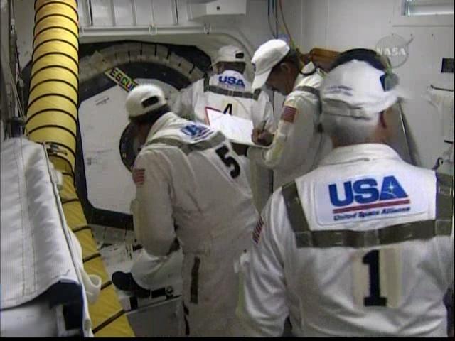 [STS-127: Endeavour] Lancement : tentative 6 (15/07 à 22h03 GMT) - Page 5 Vlcsna11