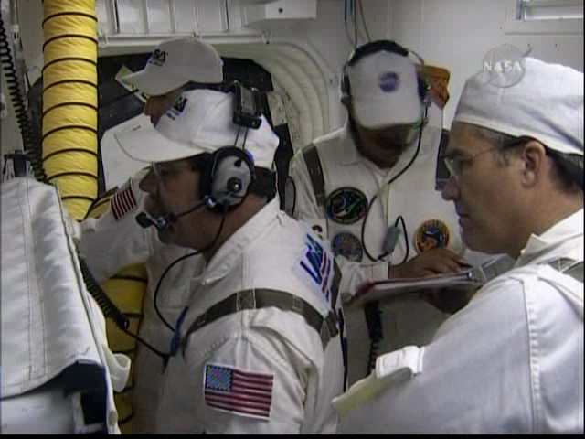 [STS-127: Endeavour] Lancement : tentative 6 (15/07 à 22h03 GMT) - Page 5 Vlcsna12