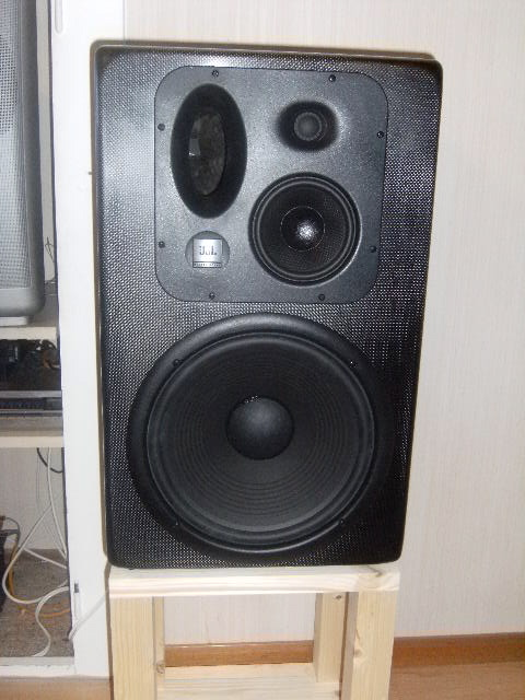 Mes studio monitor Dscf0312