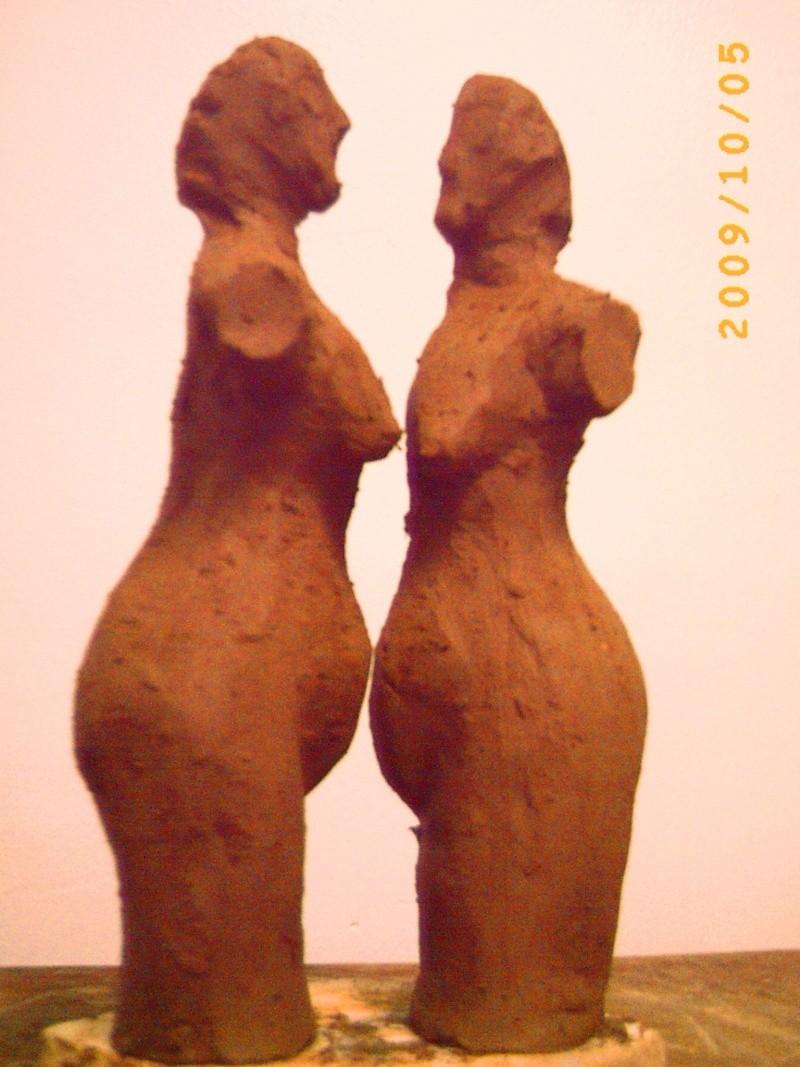 Deux femmes dans un dialogue Pict0036