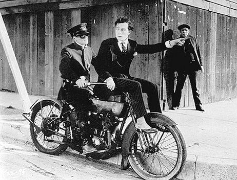 Mais qui monte cette moto ? - Page 3 96080510