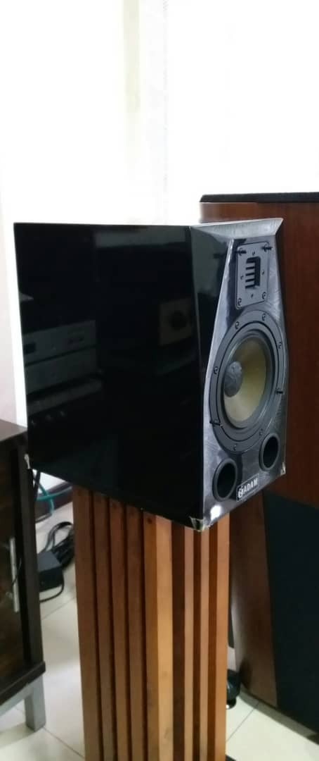 Adam HM2 Bookshelf Speaker Adam110