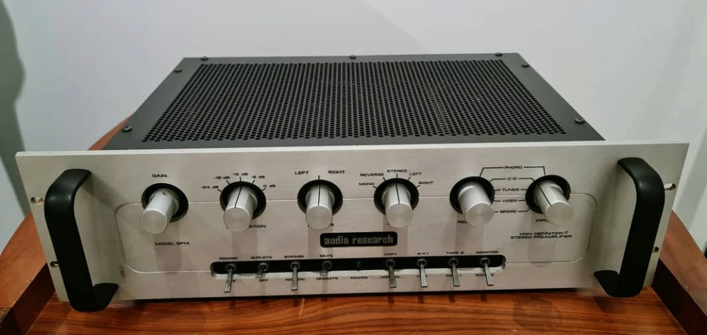 Audio Research SP14 Preamplifier with Tube Phono Input Audior12