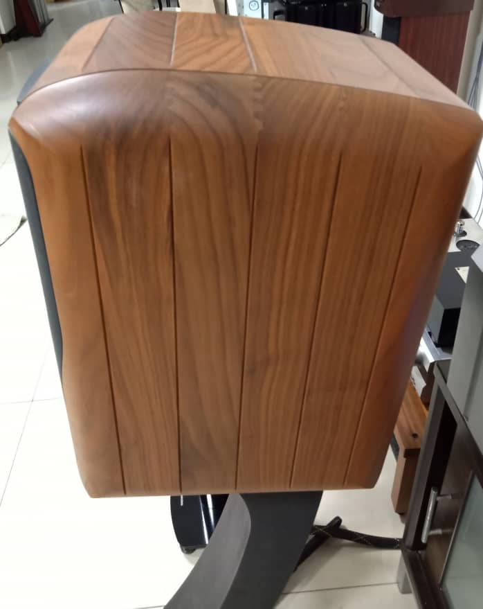 Chario Academy Sonnet Loudspeakers With Original Stands Chario16