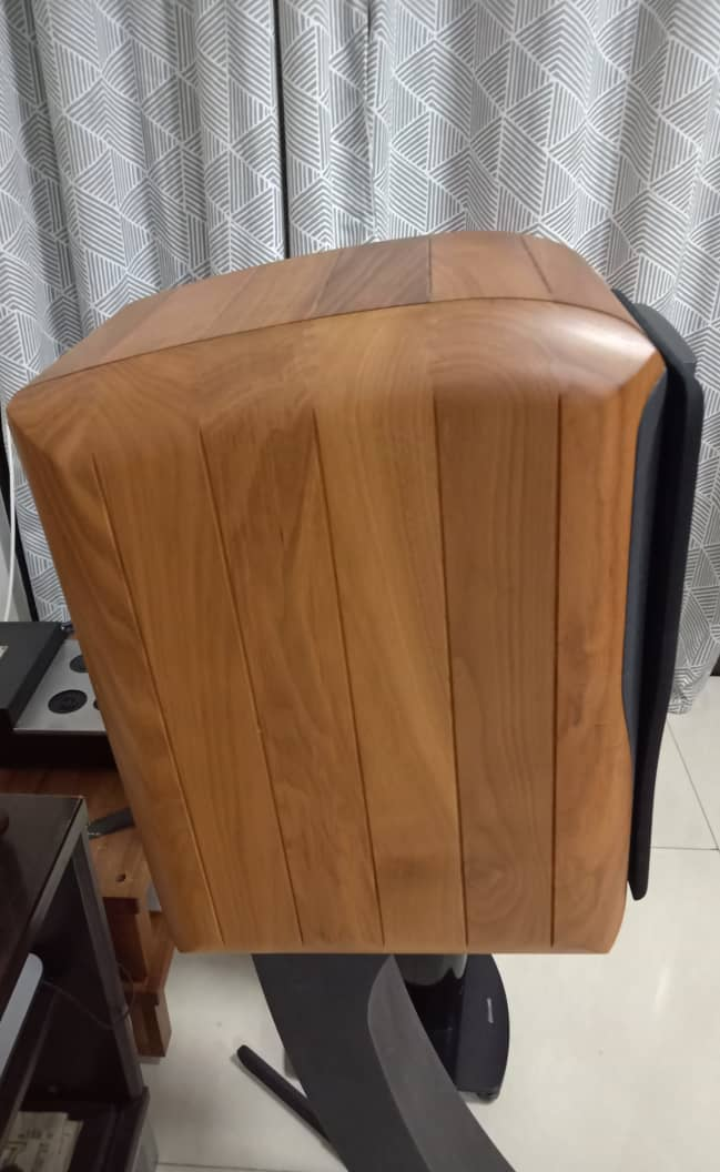 Chario Academy Sonnet Loudspeakers With Original Stands Chario18