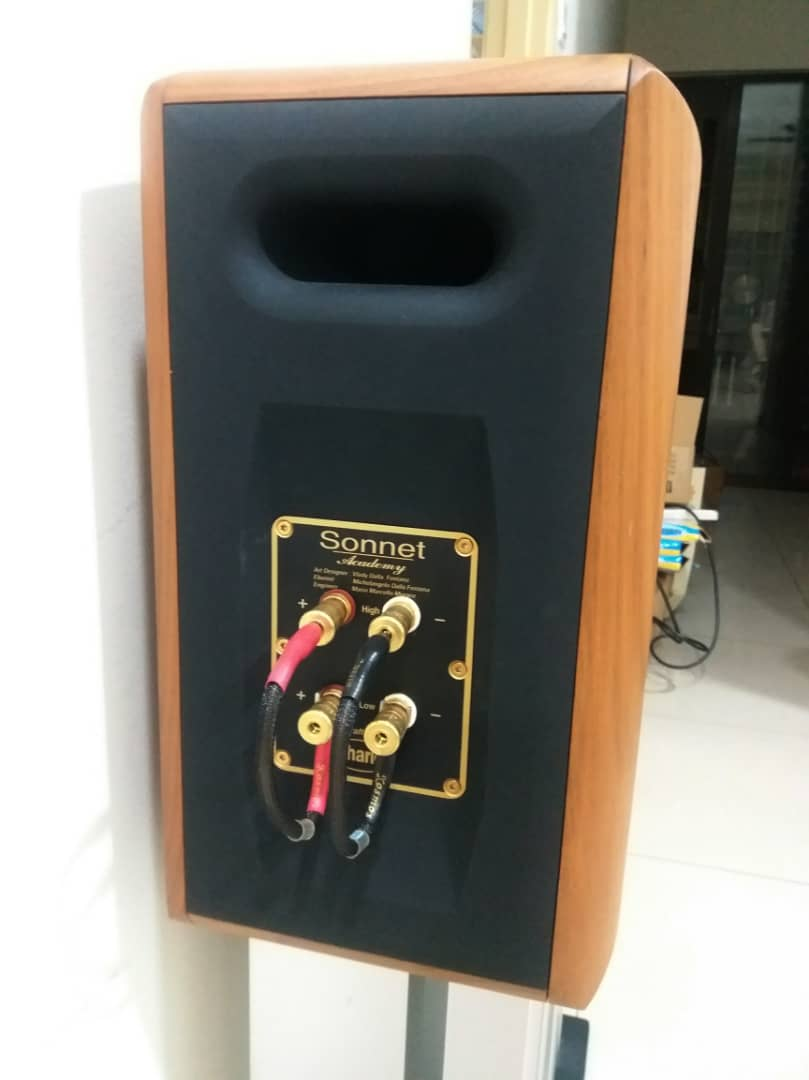 Chario Academy Sonnet Loudspeakers With Original Stands Chario20