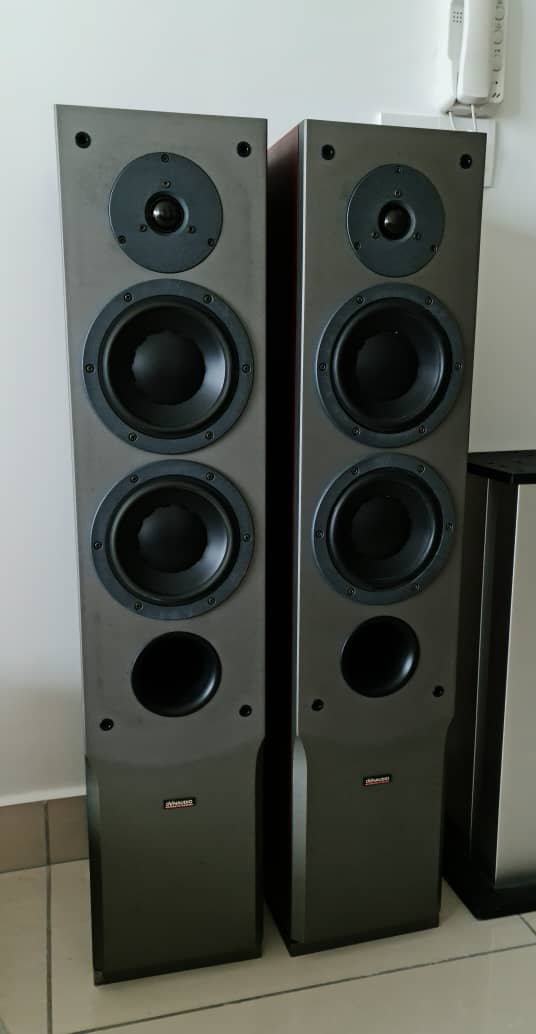 Dynaudio Audience 72 SE Floorstand Speakers + Other Items Dynaud45
