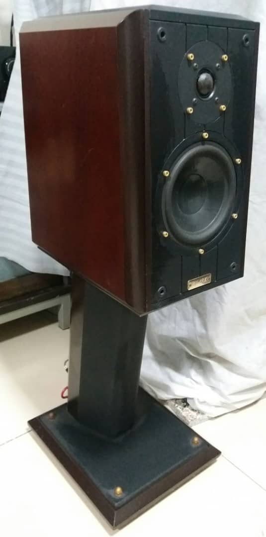 Ruark Equinox Loudspeaker With Dedicated Stands G110
