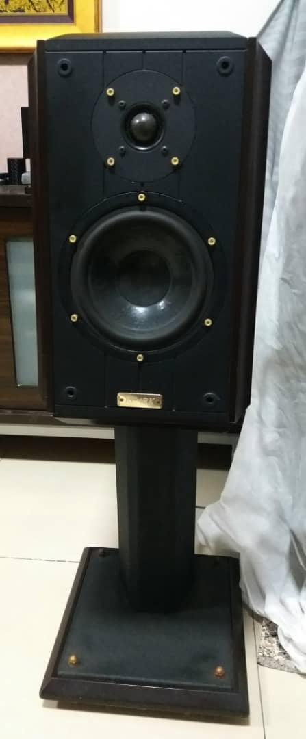 Ruark Equinox Loudspeaker With Dedicated Stands G210