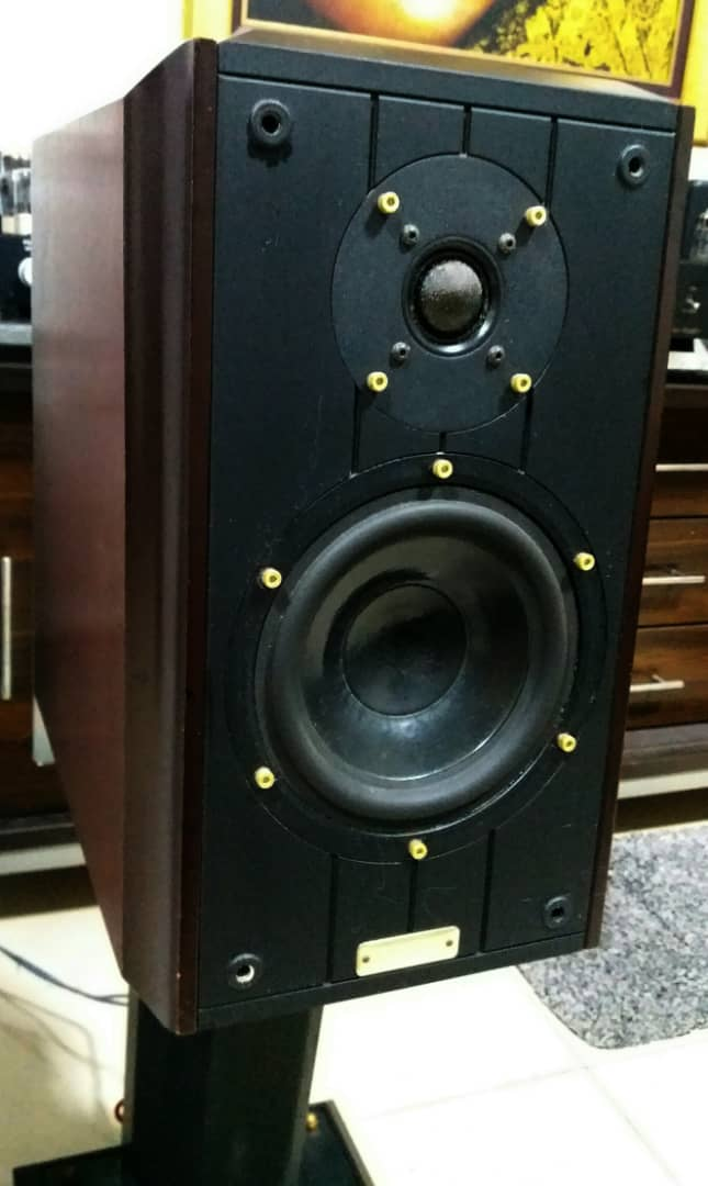 Ruark Equinox Loudspeaker With Dedicated Stands G410