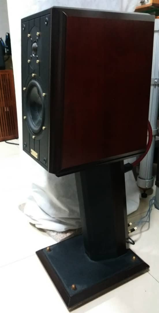 Ruark Equinox Loudspeaker With Dedicated Stands G510