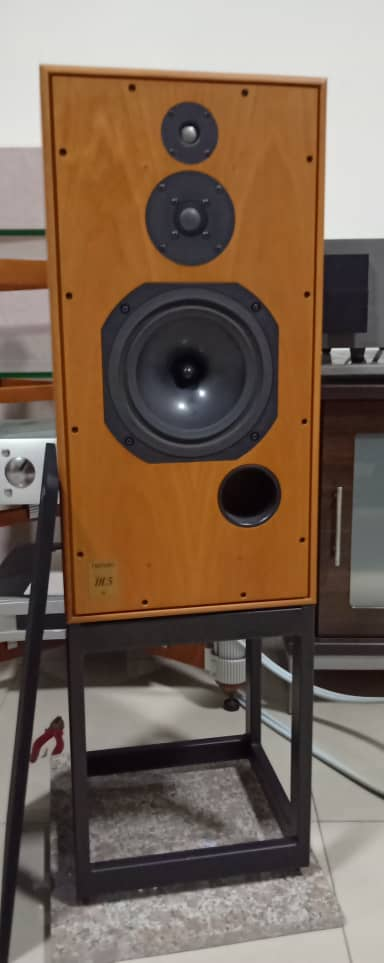 Harbeth Super HL5 Speakers with Original Stands H112