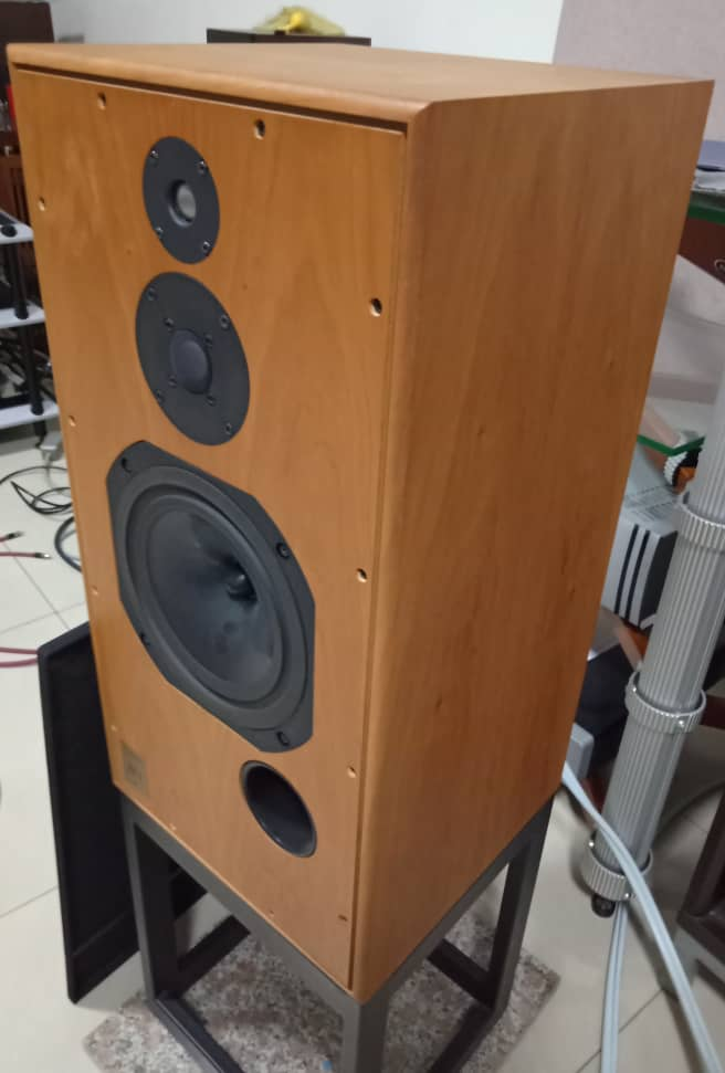 Harbeth Super HL5 Speakers with Original Stands H212