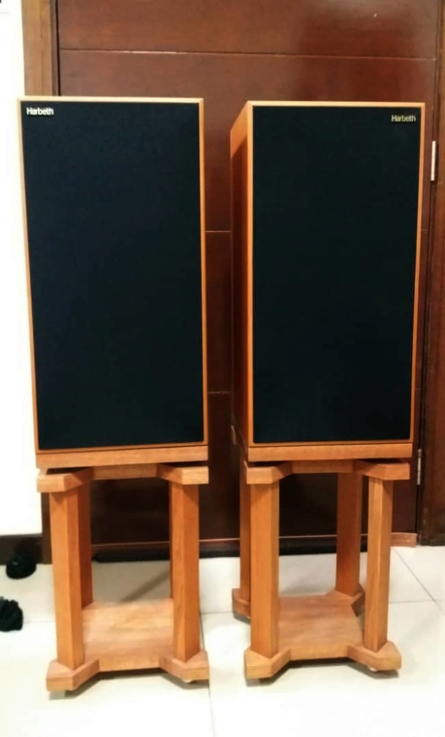 Harbeth Super HL5+ Plus  Speakers with Custom-Made Stands H220