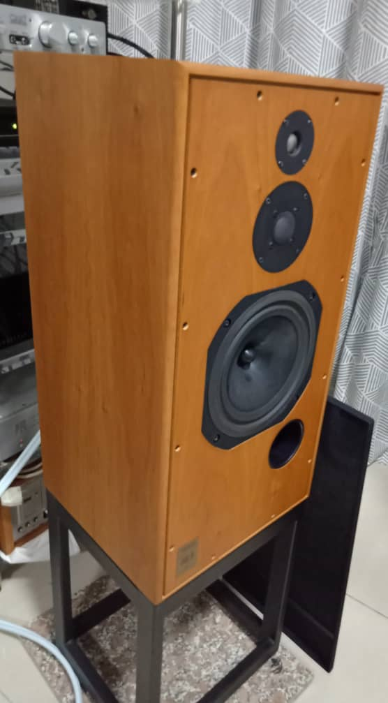 Harbeth Super HL5 Speakers with Original Stands H313