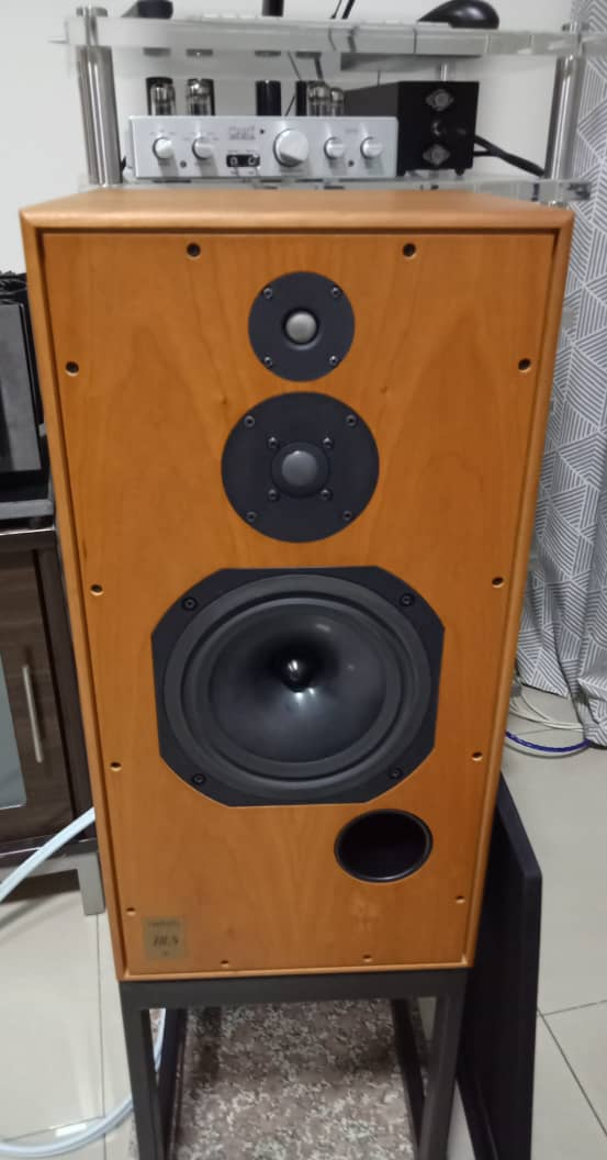 Harbeth Super HL5 Speakers with Original Stands H412