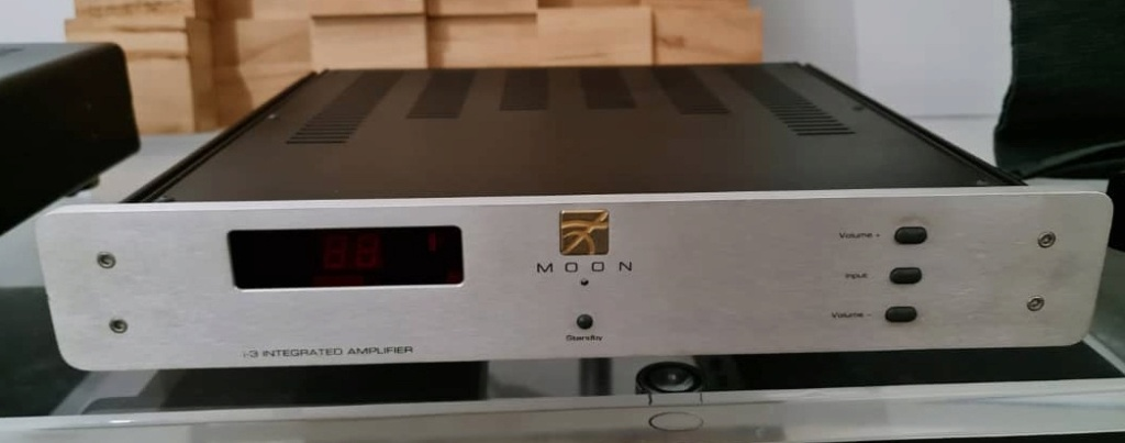 SOLD Simaudio Moon i-3 Integrated Amplifier Moon110