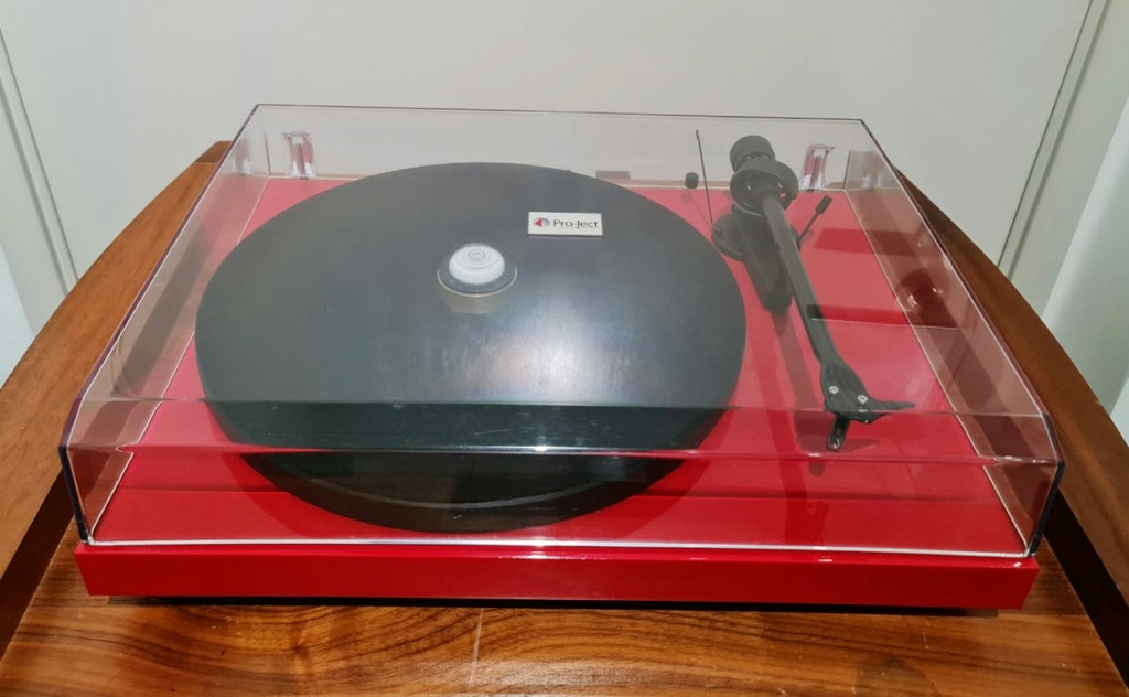 Pro-Ject Debut Carbon Turntable Projec10