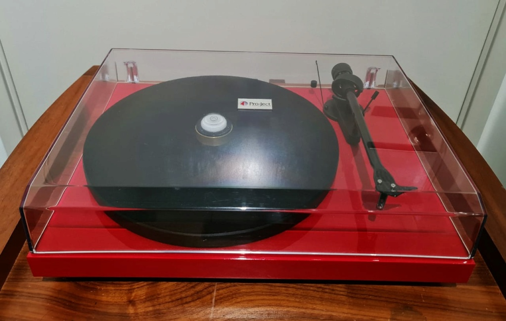 Pro-Ject Debut Carbon Turntable Projec12