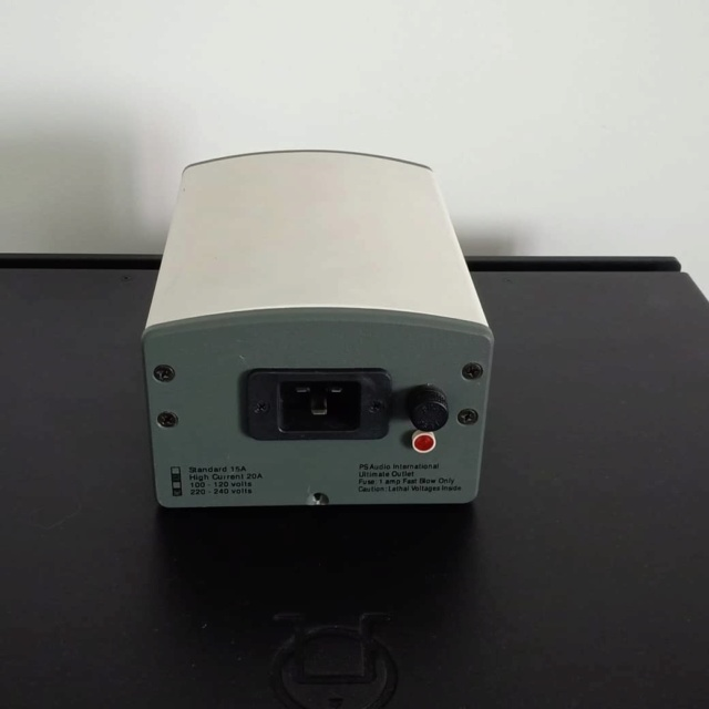 PS Audio Ultimate Outlet 20A High Current Power Conditioner with FREE Power Cable Ps212