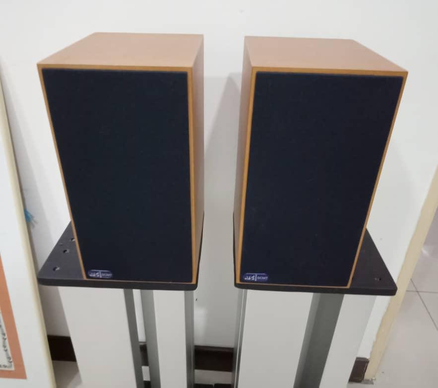 ATC SCM 7 Bookshelf Speakers S111