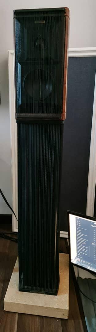 SOLD Sonus Faber Guarneri Homage Speakers with Original Stands Sfguan12