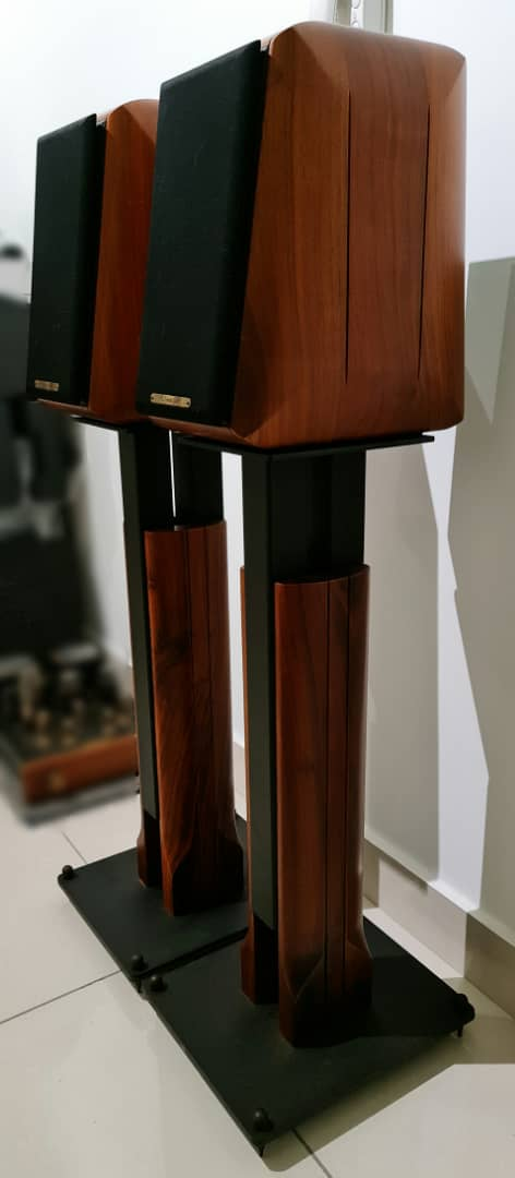 Sonus Faber Signum Bookshelf Speakers with Original Stands Sonuss12