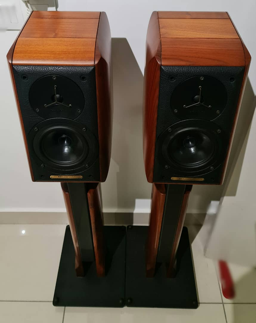 Sonus Faber Signum Bookshelf Speakers with Original Stands Sonuss14