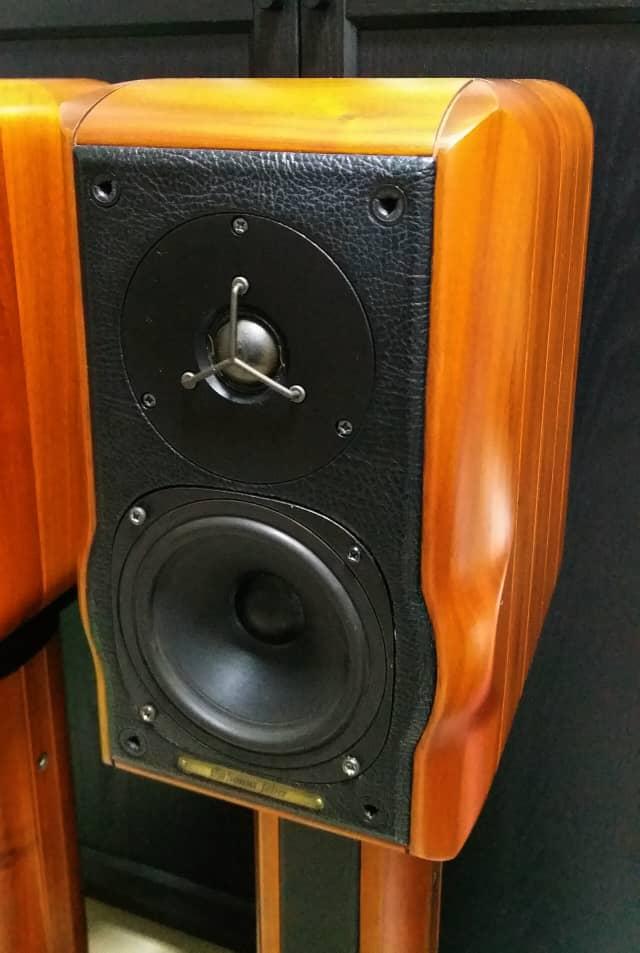 Sonus Faber Minima Amator c/w Original Sonus Faber Speaker Stand Speake18