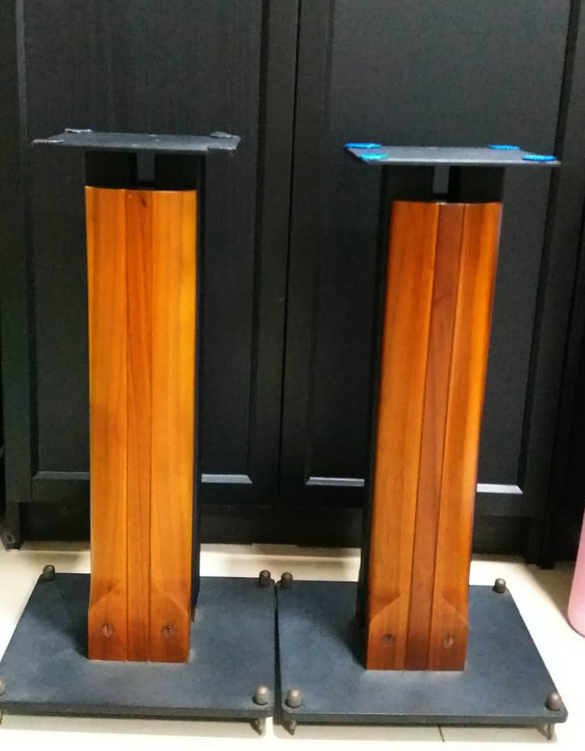 Sonus Faber Minima Amator c/w Original Sonus Faber Speaker Stand Speake23