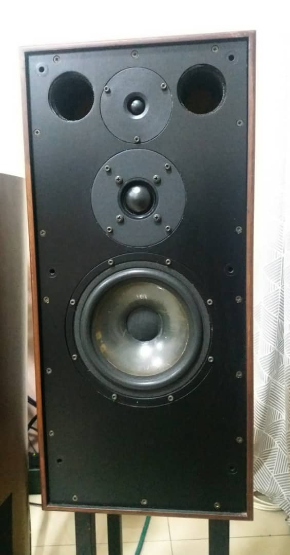Spendor SP 1/2 Speakers With Matching Stands Spendo13