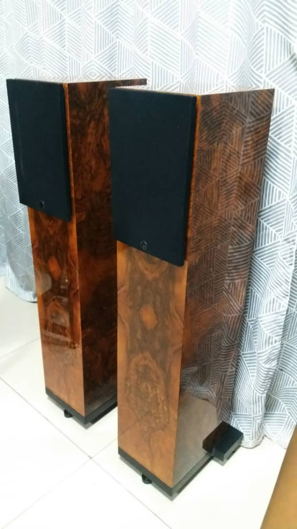 Wilson Benesch Square 2 Floorstand Speakers with Burr Walnut Gloss Finishing Wilson10