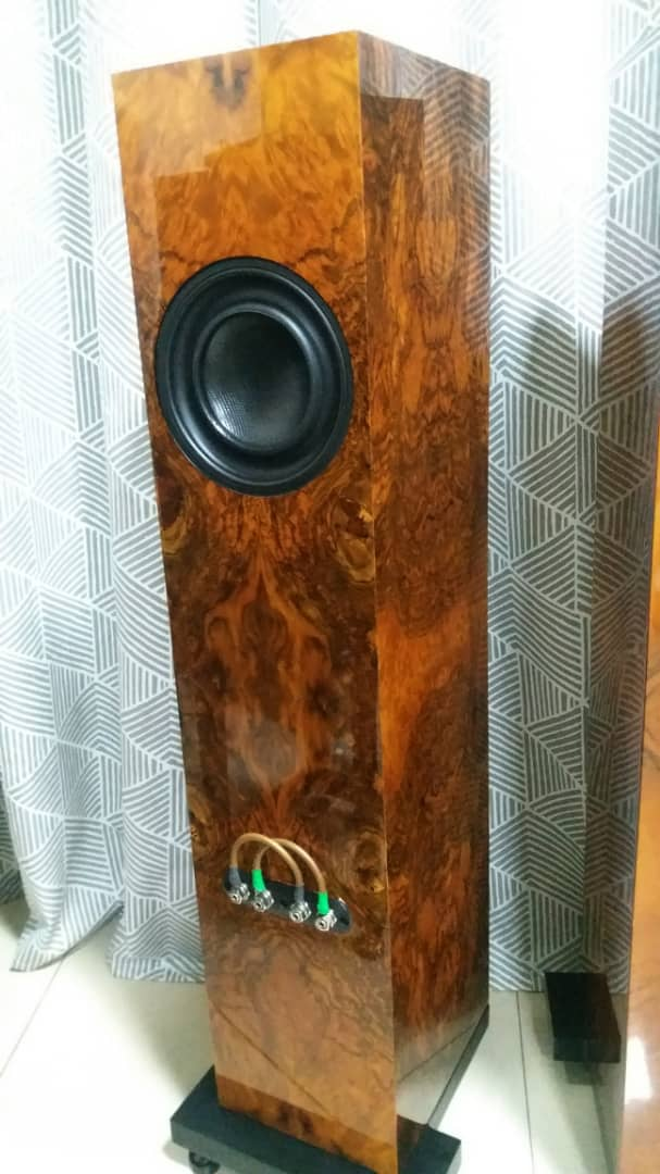 Wilson Benesch Square 2 Floorstand Speakers with Burr Walnut Gloss Finishing Wilson14